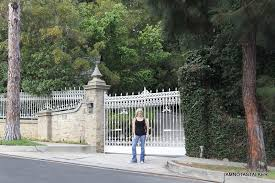 tom cruise mansion tom cruise and katie holmes former mansion iamnotastalker