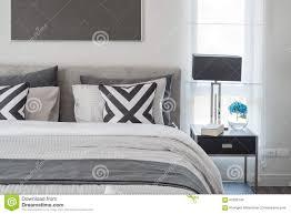 chambre à coucher blanc et noir style moderne noir et blanc de chambre à coucher avec la le
