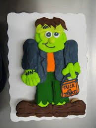 halloween cupcake ideas frankenstein cupcake cake cupcake cake made with 24 cupcakes and