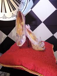 chaussure louboutin cendrillon louboutin chaussures blanches
