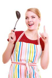 chef cuisine femme chef drôle de femme au foyer ou de cuisinier dans le tablier coloré