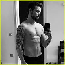 liam payne posts shirtless selfie with his chest liam