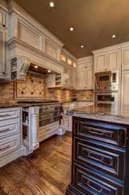 How To Paint Antique White Kitchen Cabinets Projets à Essayer - Antique white cabinets kitchen