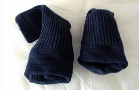 how you should really u201cfold u201d socks to prevent stretching them out