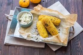 cuisiner des epis de mais epis de maïs grillés au beurre d herbes cuisine addict cuisine