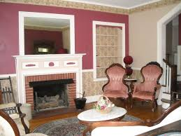 traditional living room with chair rail u0026 crown molding in