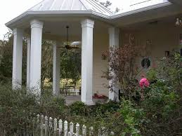 exterior home design ideas of front pillar design with white
