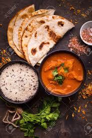 cuisine indienne naan poulet épicé chaud tikka masala dans un bol poulet au curry avec