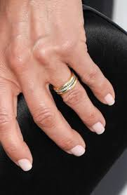 s plain wedding bands aniston has the most gorgeous wedding ring see the pic