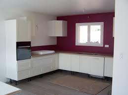 couleur de cuisine mur cuisine faience beige et marron avec carrelage mural couleur prune