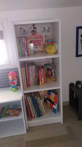 biblioth ue chambre gar n etagere chambre garcon peinture chambre enfant en 50 ides colores