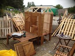 Palet Patio Diy Pallet Patio Cabin Playhouse Pallet Wood Projects