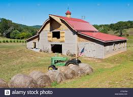 John Deere Flags For Sale Red Barn With American Flag Near Franklin Tennessee Usa Stock
