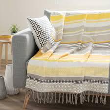 jeter de canape jeté é en coton jaune gris 160 x 210 cm porto maisons du monde