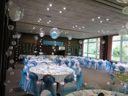 decoration salle de mariage décoration ballon salle de repas mariage turquoise blanc