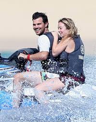 billie lourd and taylor lautner in mexico pictures jan 2017