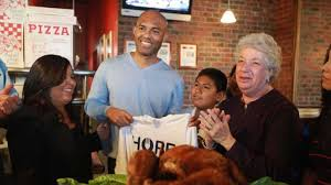 yankees mariano rivera hosts thanksgiving dinner newsday