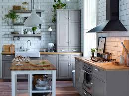deco cuisine grise et cuisine bois clair moderne en attachant cuisine en bois gris idées