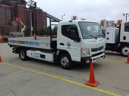 truck mitsubishi fuso test drive mitsubishi fuso canter all electric truck medium