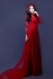 ao dai cuoi dep ca sĩ chọn 5 bộ áo dài khác nhau với màu sắc đa dạng phù hợp với