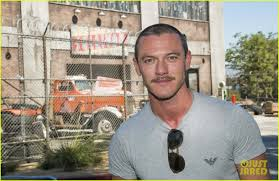 who plays chance at halloween horror nights luke evans u0026 zoe saldana check out the frights at universal u0027s