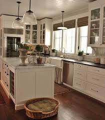 white dove kitchen cabinets with edgecomb gray walls bianco venatino marble cottage kitchen benjamin