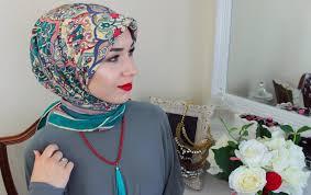 tutorial hijab nabiilabee 2 hijab tutorials using a square scarf youtube