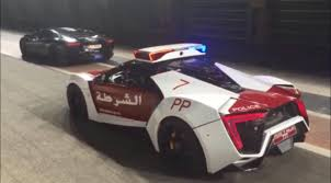 Lamborghini Aventador Engine Sound - did this lykan hypersport police car pull over a flame throwing