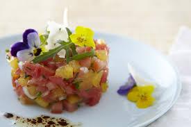 les fleurs comestibles en cuisine tartare de tomate aux fleurs comestibles grazia
