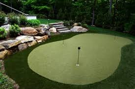 how much does it cost to build a putting green in your backyard