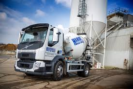 volvo trucks uk volvo truck and bus centre london pump up the volume camioes