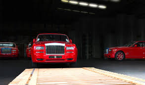 rolls royce gold and red 30 bespoke rolls royce phantoms with gold and diamonds arrive in macau