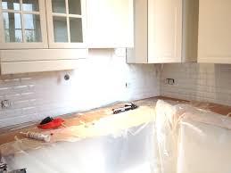 poser plan de travail cuisine pose plan de travail comment installer une vasque sur un plan de