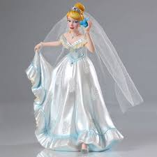 robe de mariã e haute couture figurine cendrillon en robe de mariée haute couture disney