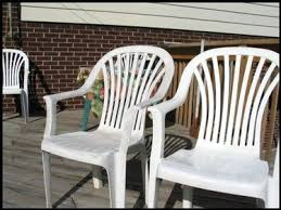 Patio Plastic Chairs by Best 25 Plastic Patio Furniture Ideas On Pinterest Plastic