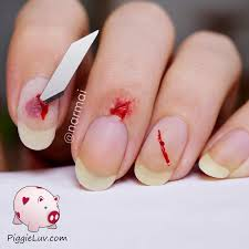 piggieluv bloody razor cuts nail art for halloween