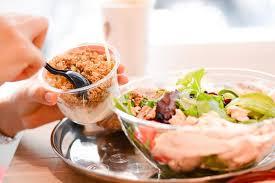 recette d駛euner au bureau consommation d un déjeuner sain au bureau image stock image du
