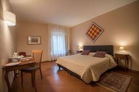 the comfort room of the certosa di pontignano for stays in tuscany