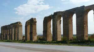 file roman aqueduct of zaghouan near carthage jpg wikimedia commons