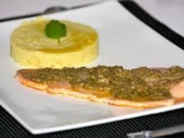 cuisiner filet de truite filet de truite rôtie sur sa peau émulsion aux herbettes recette
