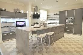 cuisine avec ilot table cuisine moderne avec ilot cuisines poignees inox tours kuestermgmt co