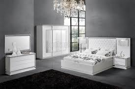 chambre a coucher chez but chambre à coucher complète design blanc laqué strasse starline