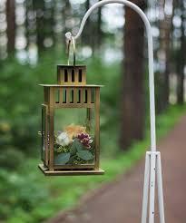garden decorating ideas diy metal lantern flowers hanging