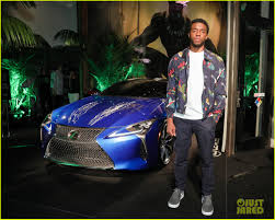lexus amanda and nick chadwick boseman reunites with black panther u0027s lexus at comic con