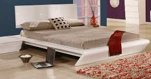 Queen Size Platform Bed - queen size platform bed in shiny white by creative