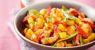 cuisiner des crevettes recette wok de crevettes pimentées à l ananas