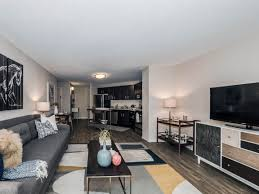 2 Bedroom Apartments For Rent Gold Coast Chestnut Place Apartments 8 W Chestnut St Gold Coast River