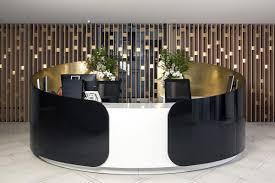 banque de bureau réalisation d une banque d accueil en solid surface v korr la