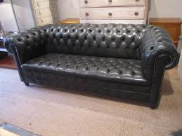 green leather chesterfield sofa a fully buttoned leather chesterfield sofa in seating