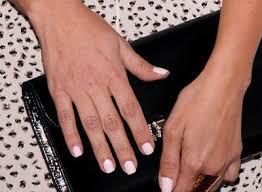 awwww kim kardashian and her mom wore matching nail polish last